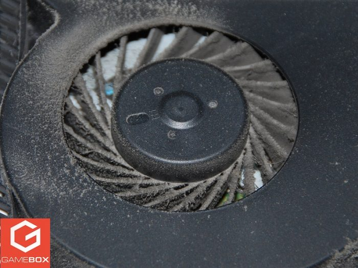 Widok zapchanego wentylatora PS4