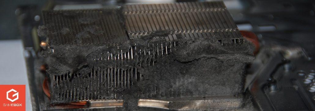 Ściana kurzu w zapchanym układzie chłodzenia PS4