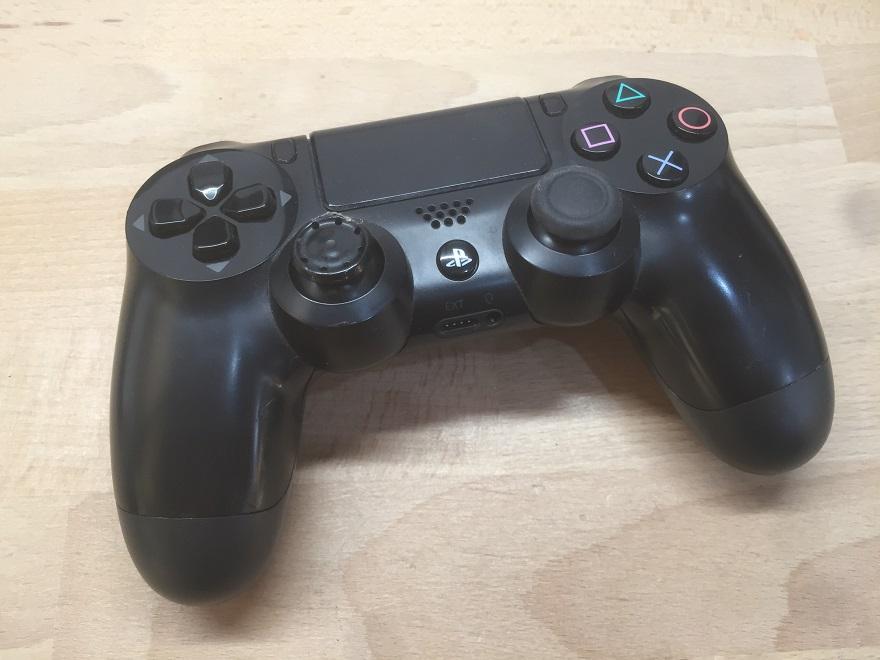 Uszkodzona osłona analoga w padzie PS4