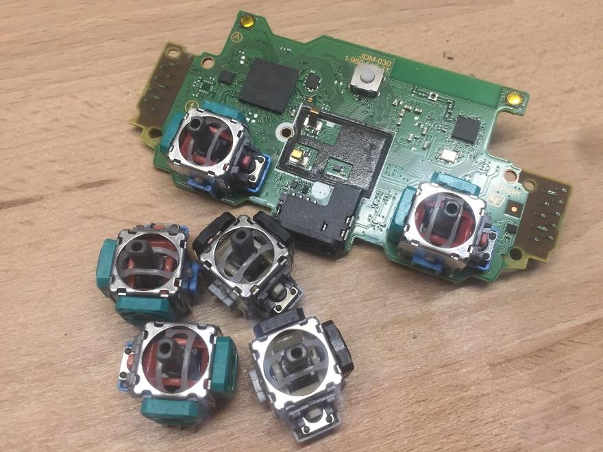 Wymiana niedziałającego analoga PS4